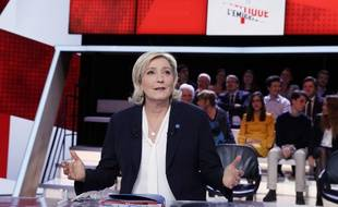 Marine Le Pen sur le plateau de «L'Emission politique» le 9 janvier 2017 à Saint-Cloud.