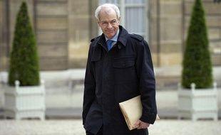 Le contrôleur général des lieux de privation de liberté, Jean-Marie  Delarue, arrive à l'Elysée avec le rapport qu'il vient remettre au  président de la République Nicolas Sarkozy, le 02 mai 2011 à Paris.
