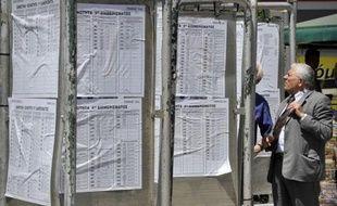 Les bureaux de vote ont ouvert dimanche matin en Grèce à 07HOO locales (04H00 GMT) pour des élections législatives et doivent fermer à 19H00 locales (16H00 GMT), a-t-on appris auprès du ministère grec de l'Intérieur.