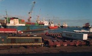 """Deux anciens directeurs des chantiers navals Normed de Dunkerque (Nord) ont été récemment mis en examen à Paris, notamment pour """"homicides involontaires"""" dans le cadre d'une enquête judiciaire sur l'exposition à l'amiante des salariés de l'entreprise, a-t-on appris jeudi de source judiciaire."""