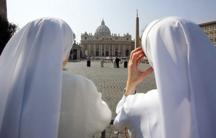 Nonne aile capot nonnes église