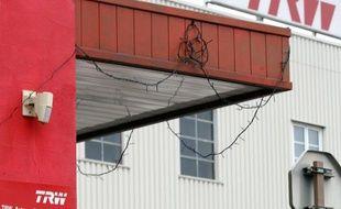 L'usine de sous-traitance automobile TRW de Ramonchamp (Vosges) a été placée jeudi en liquidation judiciaire par le tribunal de commerce d'Epinal, mais un projet de reprise monté par des cadres de l'entreprise sauverait 83 emplois sur 313, a annoncé le groupe.