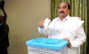 Le président mauritanien sortant et favori à sa propre succession, Mohamed Ould Abdel Aziz, vote le 21 juin 2014 à Nouakchott