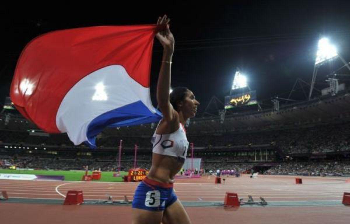 L'athlète malvoyante Assia El Hannouni, déjà titrée sur 400 m (T12) en 2004 et 2008, a conservé son titre sur la distance mardi soir aux jeux Paralympiques de Londres, s'offrant la 7e médaille d'or de sa carrière et apportant aux Bleus leur troisième médaille de la journée. – Glyn Kirk afp.com
