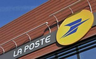 Logo de La Poste, au centre de tri de la Poste, le 1 mars 2010 à Bois d'Arcy