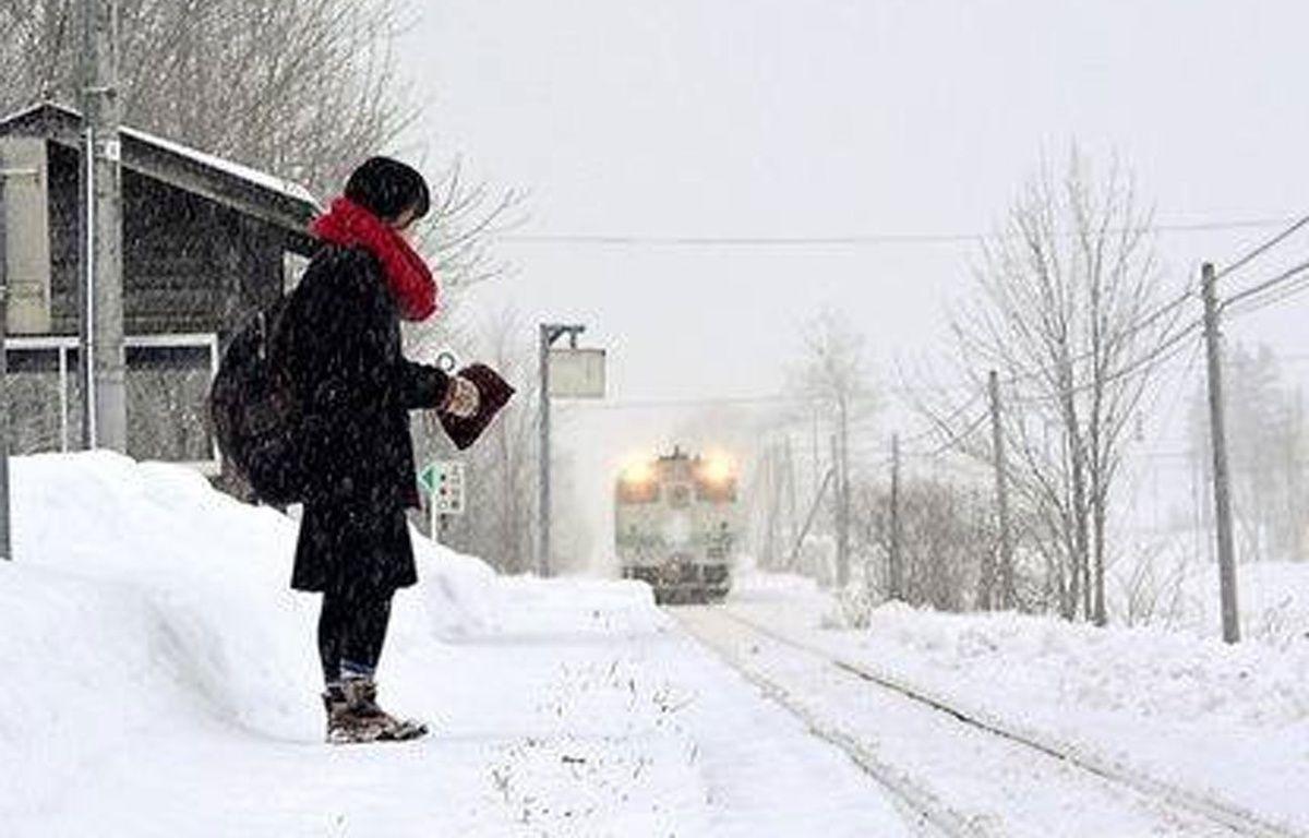 Matin et soir, un train passe dans cette petite gare perdue pour permettre à l'adolescente d'aller au lycée. – CCTV News