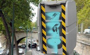 Un radar vandalisé et hors d'usage à Paris.