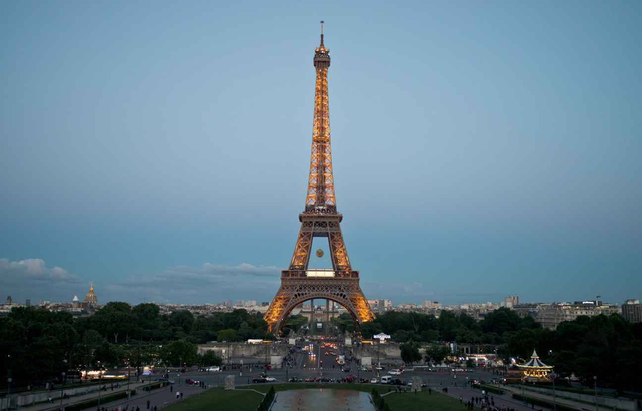Ench res un demi million d 39 euros pour un tron on d 39 escalier de la to - Prix pour monter a la tour eiffel ...