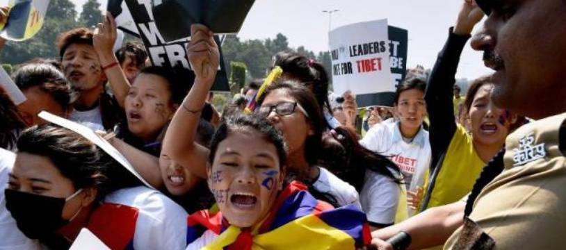 Des exilés tibétains lors d'une manifestation le 10 mars 2015 devant l'ambassade chinois à New Delhi pour commémorer le soulèvement de 1959 contre le pouvoir chinois