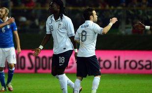 Bafétimbi Gomis et Mathieu Valbuena lors de la victoire de l'équipe de France en Italie en novembre 2012.