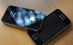 Le géant sud-coréen de l'électronique Samsung a dépassé Apple comme premier vendeur de smartphones au monde en volume au troisième trimestre 2011, selon un rapport du cabinet de recherche américain Strategy Analytics publié vendredi.