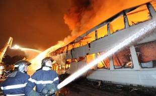 Le collège Val d'Huisne, au Mans, a été détruit par un incendie, dans la nuit du lundi 18 octobre au mardi 19 octobre 2010.