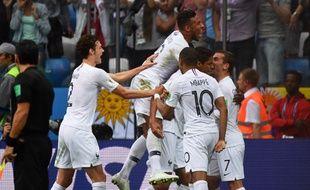 La joie des Bleus après le but de Varane lors de France-Uruguay, le 6 juillet 2018.
