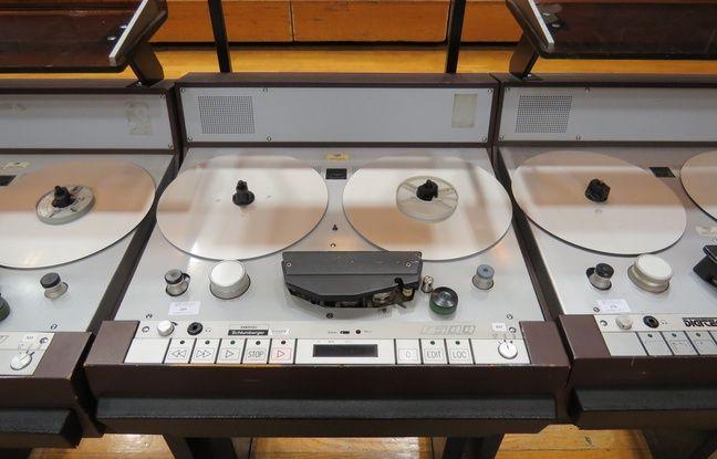Bancs de montage analogique mis en vente aux enchères à Radio France