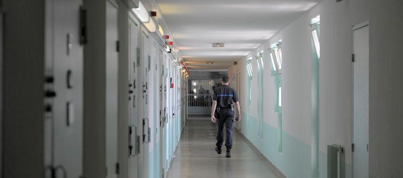Un couloir de prison. (Illustration)