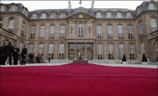 La dotation budgétaire officielle de la présidence de la République est de 31,78 millions d'euros, selon le projet de loi de finances pour 2007, contre 32,47 millions d'euros en 2006.