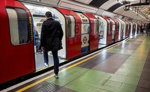 La ligne Victoria du métro londonien à la station de King's Cross St. Pancras à Londres, le 17 septembre 2017.