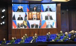 Un conseil de défense en visio du ministère de la Défense