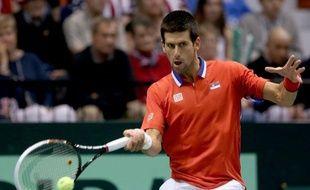Le N.1 mondial Novak Djokovic a offert le premier point à la Serbie face aux Etats-Unis en battant John Isner 7-6 (7/5), 6-2, 7-5 en deux heures vendredi à Boise (Idaho, nord-ouest) en quart de finale de Coupe Davis (groupe mondial).