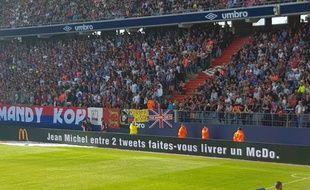 Les panneaux publicitaires du stade Michel-d'Ornano ont fait passer un message à Jean-Michel Aulas samedi.