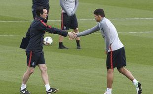 Unai Emery et Thiago Silva à l'entraînement, le 13 avril 2017 au Camp des Loges.