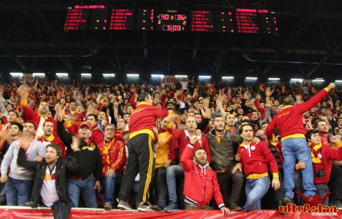 Les ultrAslan, groupe de supporters de Galatasaray. – www.ultraslan.com