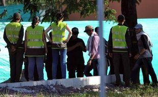 Quelque 400 membres d'une bande criminelle en partie composée d'ex paramilitaires en Colombie ont commencé jeudi à rendre les armes et à s'en remettre à la justice, a-t-on annoncé de source judiciaire