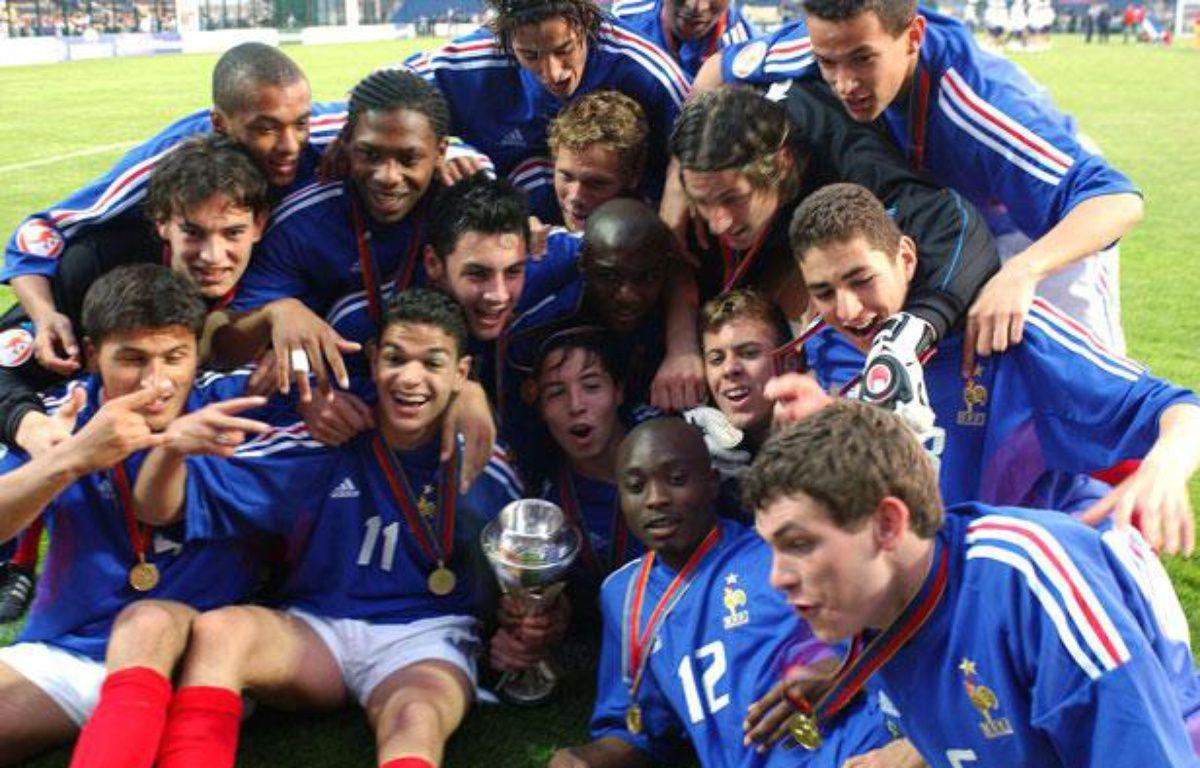 L'équipe de France des moins de 17 ans, lors de son titre de championne d'Europe le 15 mai 2004 à Chateauroux. – A.Jocard/AFP