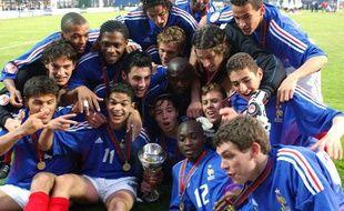 L'équipe de France des moins de 17 ans, lors de son titre de championne d'Europe le 15 mai 2004 à Chateauroux.