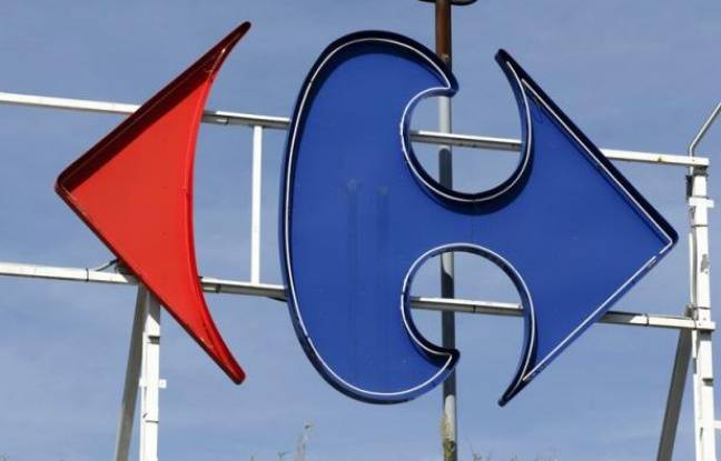 Le groupe de distribution Carrefour a annoncé jeudi qu'il allait vendre le fioul à prix coûtant à partir de vendredi et ce pendant trois mois, ce qui devrait permettre d'économiser jusqu'à 70 euros par foyer et par an.