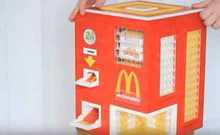 Le distributeur de nuggets en Lego a été conçu par deux YouToubeurs.