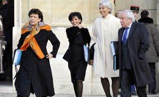 Arrivée de la Garde des Sceaux, Rachida Dati (2e G) à l'Elysée pour le Conseil des ministres, cing jours après son accouchement, Paris, le 7 janvier 2009.
