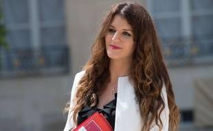 Marlène Schiappa, Secrétaire d'Etat chargée de l'Egalité entre les femmes et les hommes, sortant l'Elysée le 22 juin 2017.