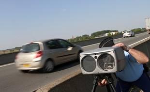 Radar mobile en bord de route à Fournes-en-Weppes (Nord)