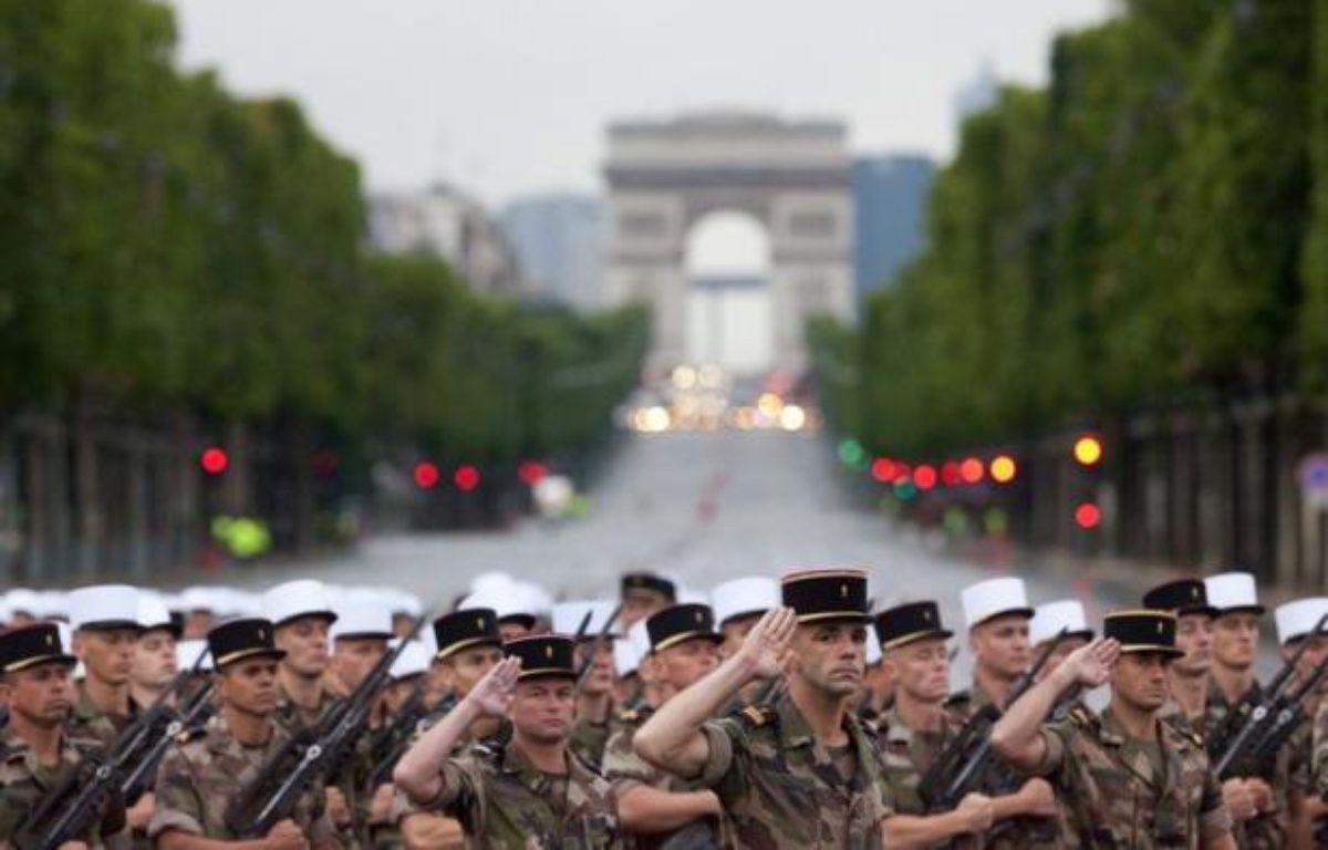 Le président François Hollande présidera samedi matin son premier défilé militaire du 14 juillet sur les Champs-Elysées, avant de s'adresser aux Français, pour réaffirmer le lien entre la Nation et son armée. – Loic Venance afp.com