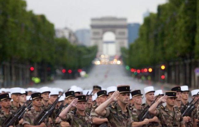 Le président François Hollande présidera samedi matin son premier défilé militaire du 14 juillet sur les Champs-Elysées, avant de s'adresser aux Français, pour réaffirmer le lien entre la Nation et son armée.