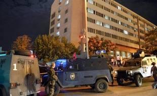 La police turque a annoncé samedi avoir abattu un suspect et en avoir blessé un autre après des tirs de roquettes la veille au soir sur des bâtiments appartenant à la direction nationale de la police à Ankara qui n'ont fait pas de victimes.