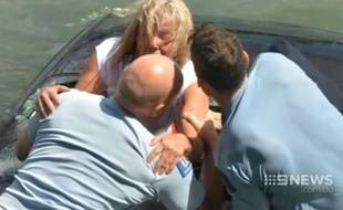 Capture d'écran d'une vidéo du «Daily Mail» montrant le sauvetage d'une conductrice à Auckland, le 17 février 2015.