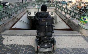 Les députés socialistes, les écologistes et l'UDI ont appelé mardi le gouvernement à revoir sa copie sur le nouveau mode de calcul de l'allocation adulte handicapé (AAH) prévu dans le projet de budget 2016