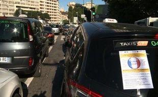 Marseille: les taxis bloquent la ville