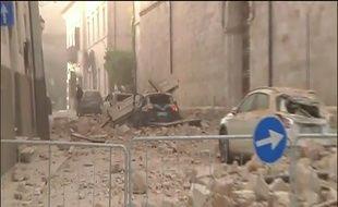 Une rue de Norcia, en Italie, après le tremblement de terre survenu le 30 octobre 2016. Capture d'écran d'un reportage de la chaîne italienne Sky.