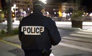 Un policier affecté au contrôle du confinement à Nice le 26 mars dernier (photo d'illustration)