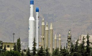 Le musée de la Défense sacrée de Téhéran présente des répliques de missiles