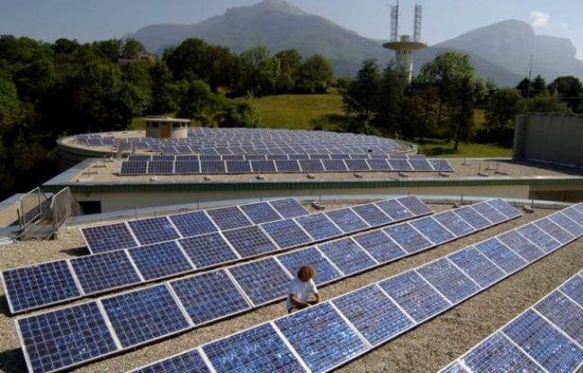Le fabricant de cellules pour panneaux solaires Photovoltech, filiale belge de GDF Suez et Total, projette sa fermeture et le licenciement de ses 267 salariés, devenant ainsi la dernière victime en date de la crise de surcapacités qui secoue le secteur photovoltaïque.