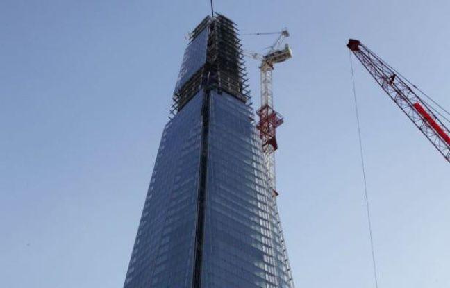 Gigantesque et controversé éclat de verre de 310 mètres de haut, le Shard, plus haut gratte-ciel d'Europe, est officiellement inauguré jeudi à Londres, prêt à temps pour rayonner lors des jeux Olympiques qui commencent dans trois semaines.