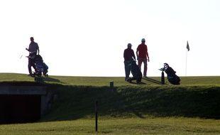 Illustration de joueurs de golf, ici à Saint-Briac, en Ille-et-Vilaine.