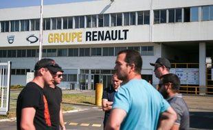 Des salariés à la Fonderie de Bretagne, usine du groupe Renault à Caudan dans le Morbihan, le 26 mai 2020. Avec trois autres usines Renault en France, l'usine est menacée de fermeture.