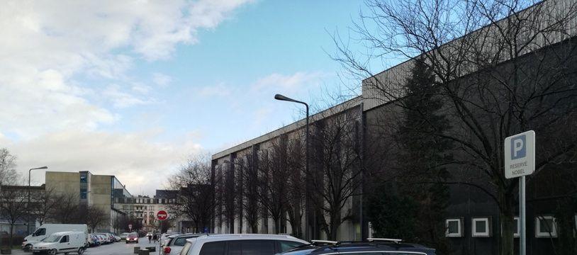 La place réservée aux prix Nobel sur le campus de l'université de Strasbourg.