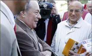 """L'ancien Premier ministre socialiste Michel Rocard a regretté samedi, lors d'un déplacement dans les Hauts-de-Seine, une certaine """"inertie"""" au sein du PS face à sa proposition d'une """"alliance"""" entre Ségolène Royal et François Bayrou."""