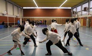 Le Quesnoy, le 16 décembre 2010. Le lycée Eurène Thomas est un des premiers en France à expérimenter le nouveau rythme scolaire : cours le matin et activités l'après midi comme la musique, l'escrime ou des cours de secourisme.